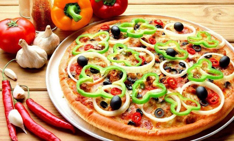 طريقة عمل عجينة البيتزا في البيت